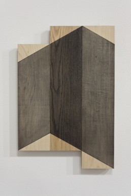Stéphane La Rue, Comme une image (pour un ensemble) en deux mouvements, 2009, détail, graphite sur bois. Photo : Guy L'Heureux.